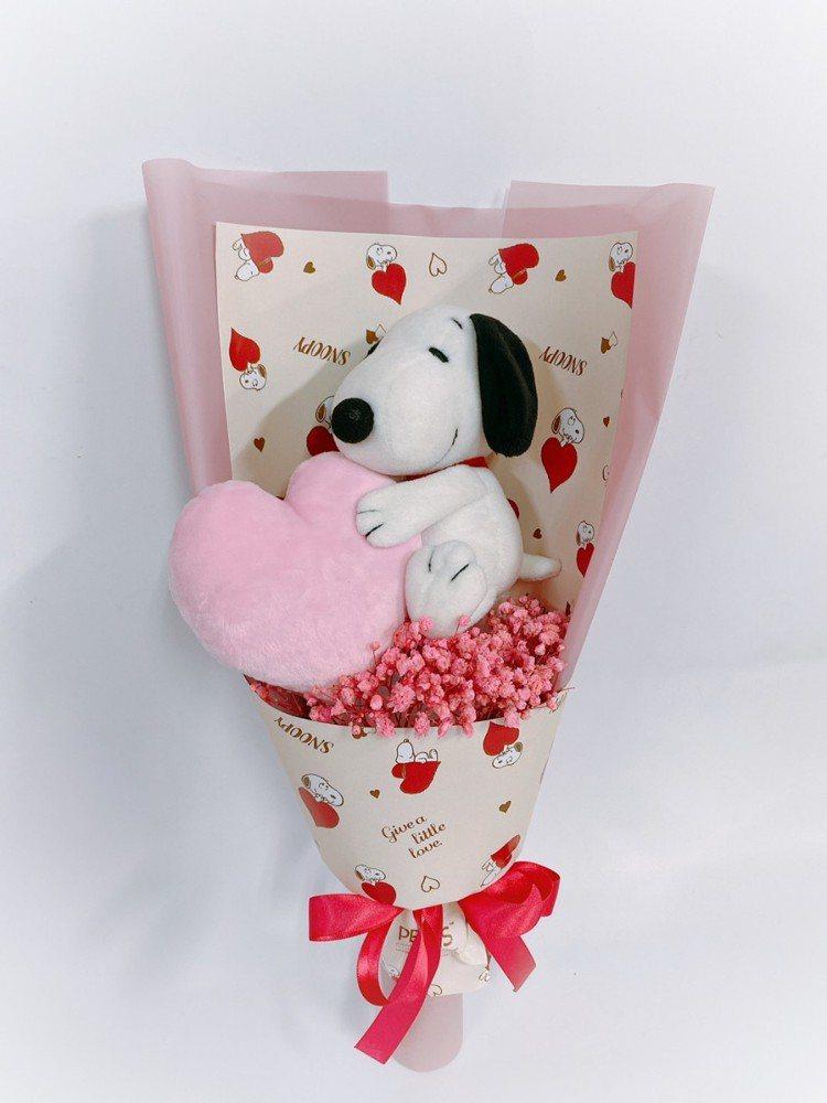 七夕史努比浪漫花束(13cm),售價399元。圖/7-ELEVEN提供