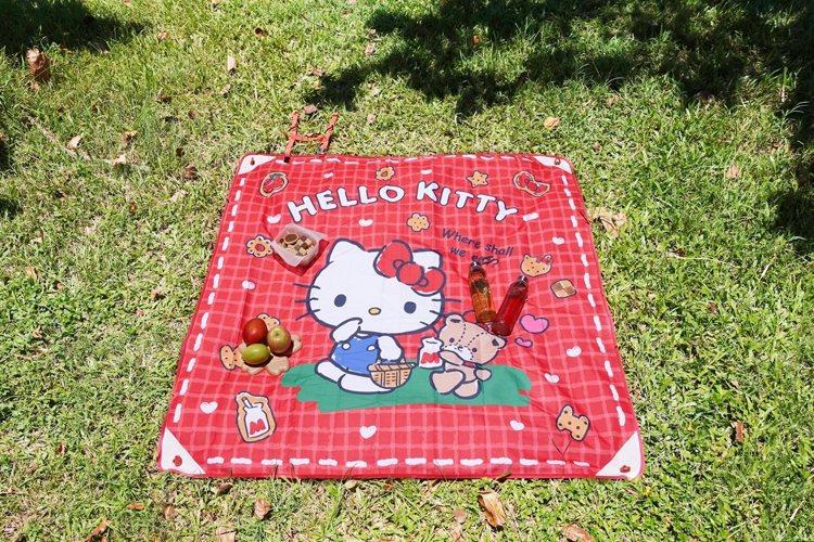 Hello Kitty多功能萬用墊,售價599元,8月12日起於7-ELEVEN...