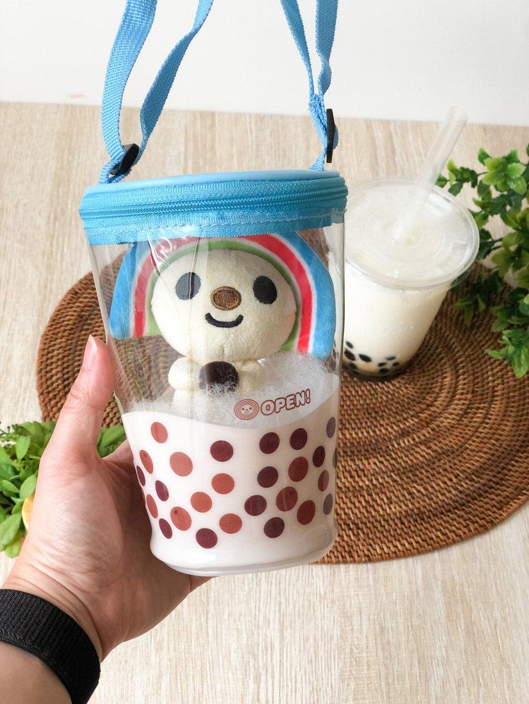 OPEN!造型珍珠奶茶杯娃娃,售價320元,8月12日起於OPEN!專櫃門市、7...