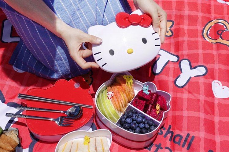 Hello Kitty造型便當盒(紅),售價699元,8月22日起於7-ELEV...