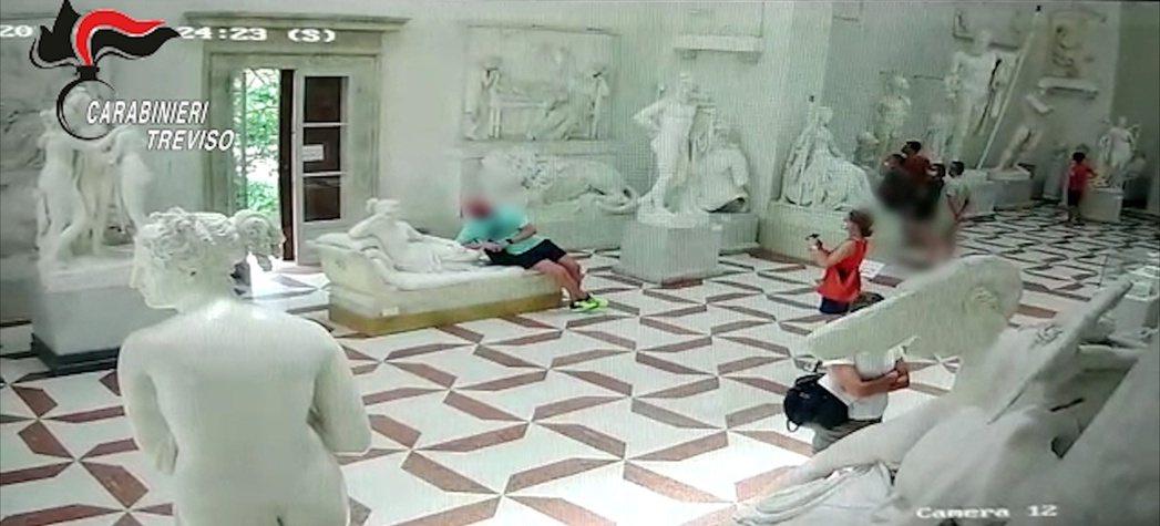 一名奧地利遊客跟團參觀義大利「安東尼奧卡諾瓦博物館」(Museum Gipsot...