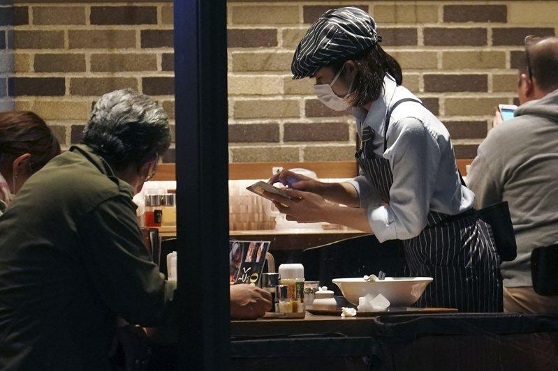 日本疫情未趨緩,外食業經營十分困難。日本餐廳示意圖,與新聞無關。美聯社