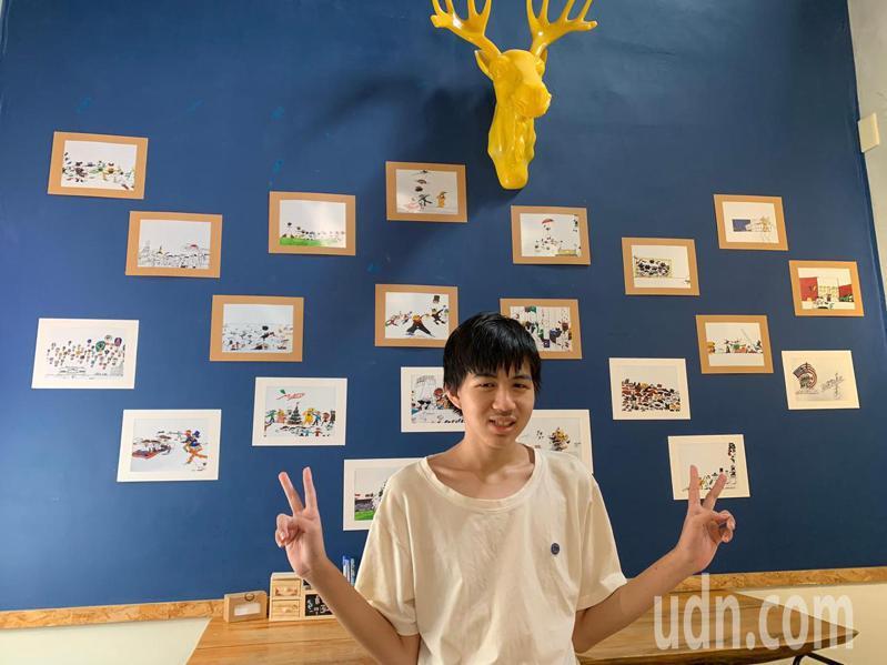 陳冠廷知道學校、咖啡店為他舉辦個展,露出快樂笑容。記者簡慧珍/攝影