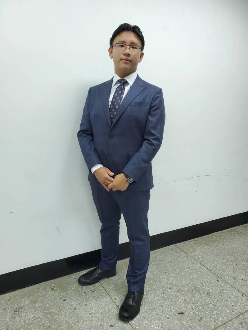 南一中應屆畢業生陳孟甫參加國際化奧競賽拿銀牌,他捨台大化學系,就讀新加坡國立大學。圖/陳孟甫提供