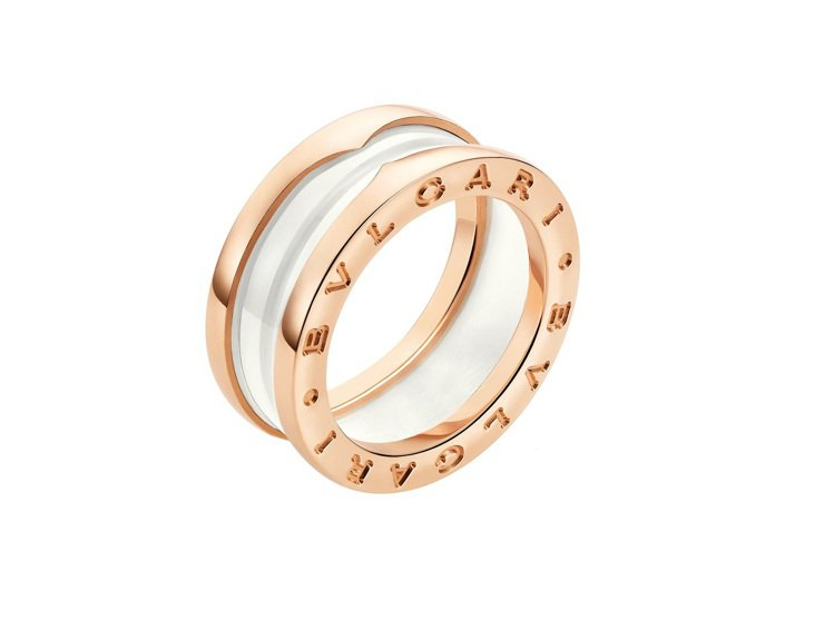 BVLGARI B.zero1系列白陶瓷雙環戒指,48,200元。圖/寶格麗提供