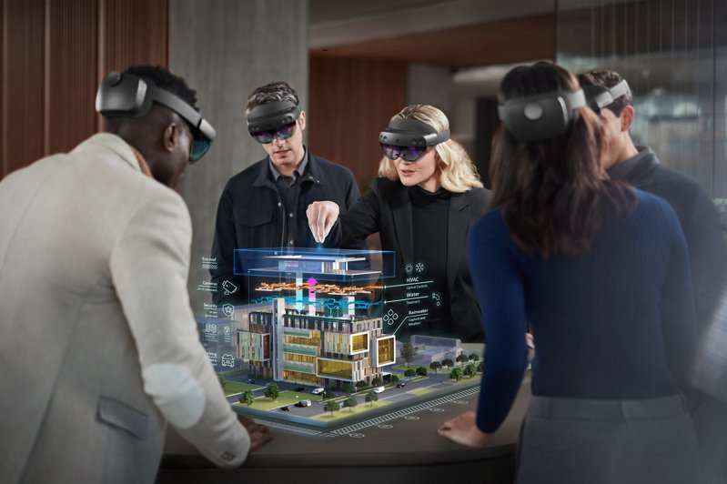 建築與公共安全業可透過 HoloLens 2 混合實境應用快速打造3D虛擬模型製作,進行及時專案管理。微軟/提供