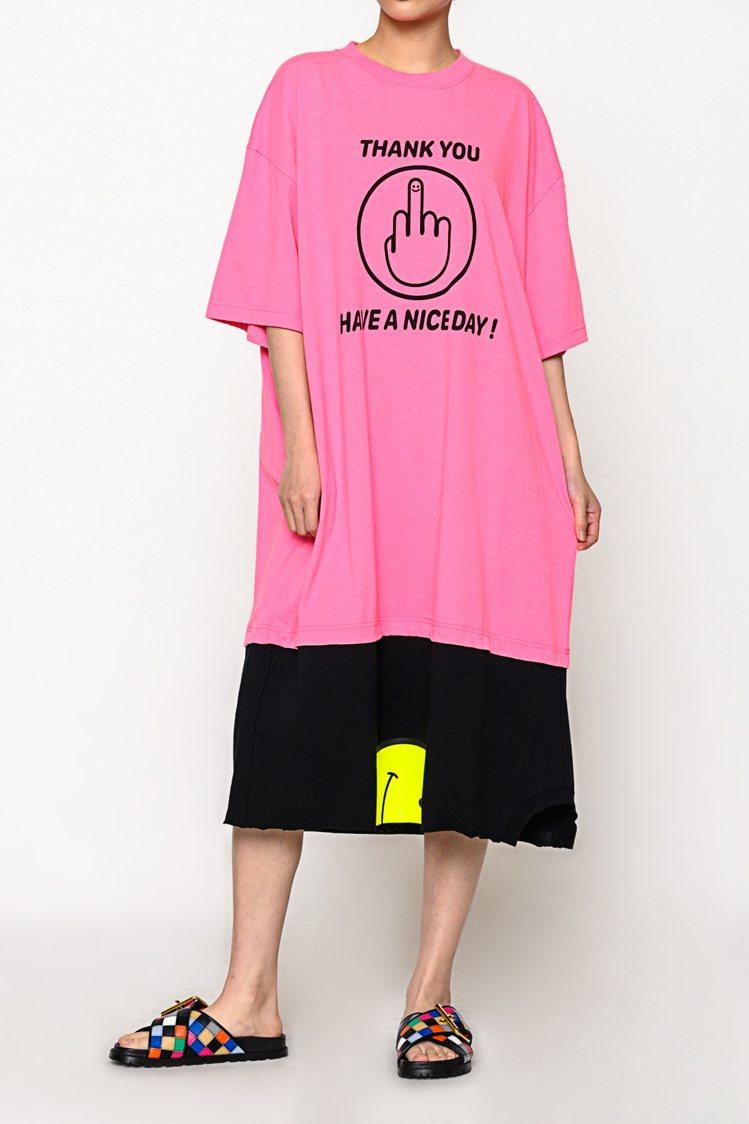 VETEMENTS螢光粉紅拼接黃色洋裝,34,500元。圖/團團選品提供