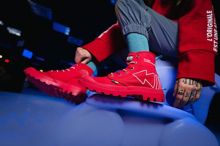 鞋身採用天然純棉帆布和輪胎橡膠大底打造,鞋面則注入象徵新世代快轉、倒轉及暫停符號...