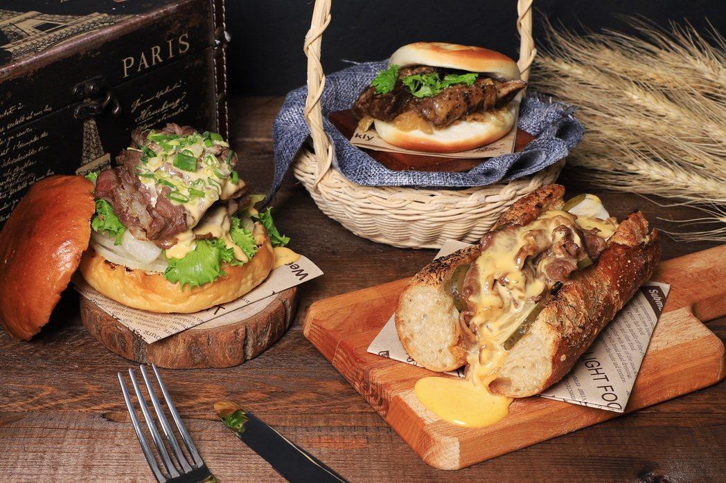 台南晶英主廚團隊於「2020府城漢堡節」推出(左到右)和牛晶寶堡、醬煮牛小排刈包...