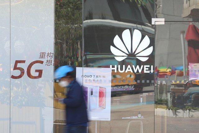 華為無線網路產品線總裁楊超斌6日表示,預計今年底大陸電信商,將建成80萬個5G基地台,5G用戶數將超過2億。 圖/香港信報