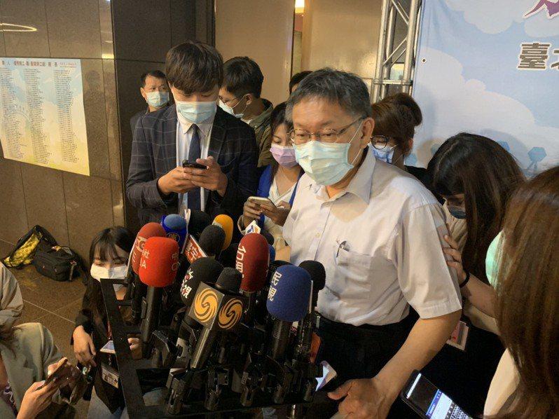 台北市長柯文哲今出席五一勞動節暨表揚大會,會前接受媒體聯訪。記者趙宥寧/攝影