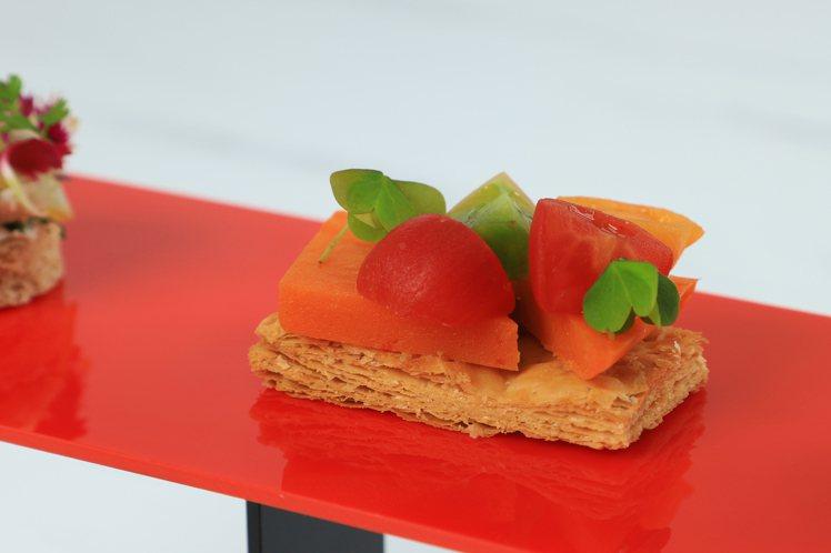 KISSME奇士美與台南晶英酒店,推出「KISSME小町紅下午茶」。圖/KISS...