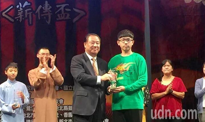宏國德霖科大會展系學生榮獲文化藝術薪傳獎。圖/宏國德霖科大提供