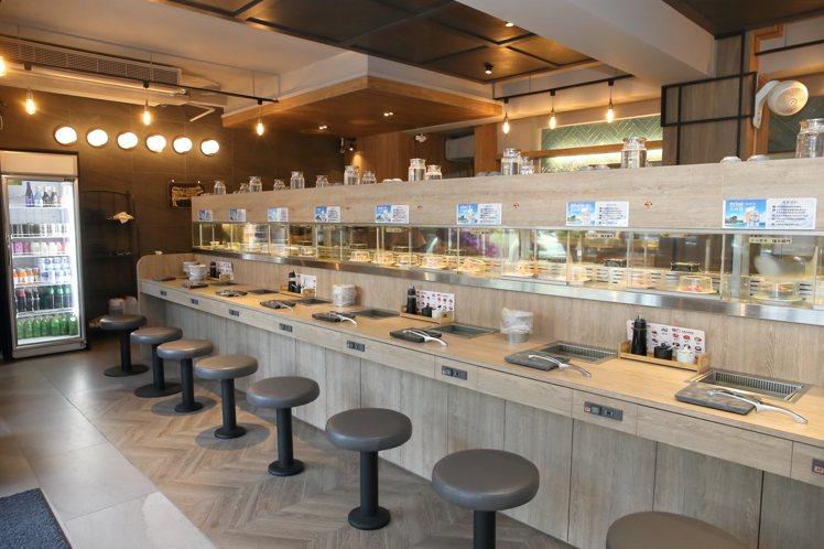 店內打造有20個個人座位。記者陳睿中/攝影