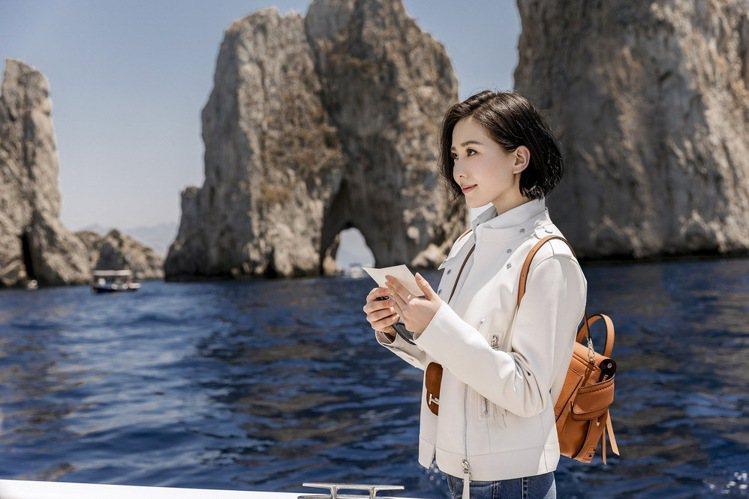 2017年6月劉詩詩就曾前往位於義大利南部的卡普里島拍攝TOD'S秋冬系列品牌微...