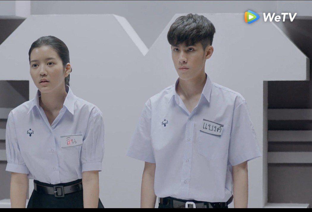 Jaonaay(右)、Juné在「模犯生」有感情戲。圖/WeTV提供