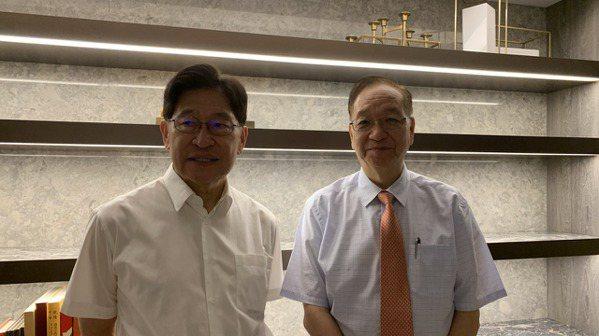 生華科董事長胡定吾(左)與總經理宋台生。(本報系資料庫)