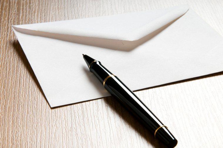 最終,我還是沒能完整地重看一遍當年父親寫的信,還是淚流不止,還是沒能如願讀完父親...