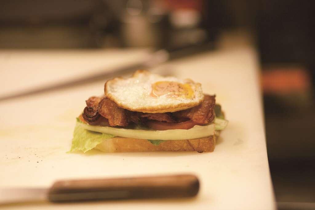 「Astar Coffee House」雖是咖啡店,卻擁有高水準的BLT 三明治...