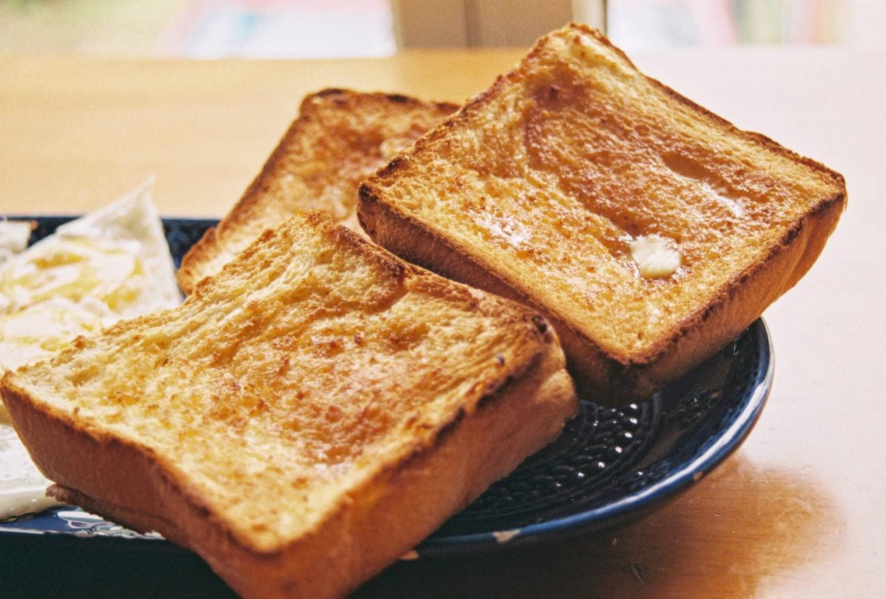 早期台灣人對吐司的見解,大都是外邊較厚、中間幾乎一壓就扁,相較於時下日系吐司的回...