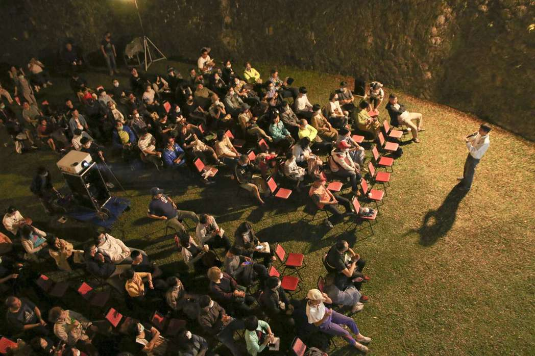 露天大戲院是近年來少見的戶外電影放映會。