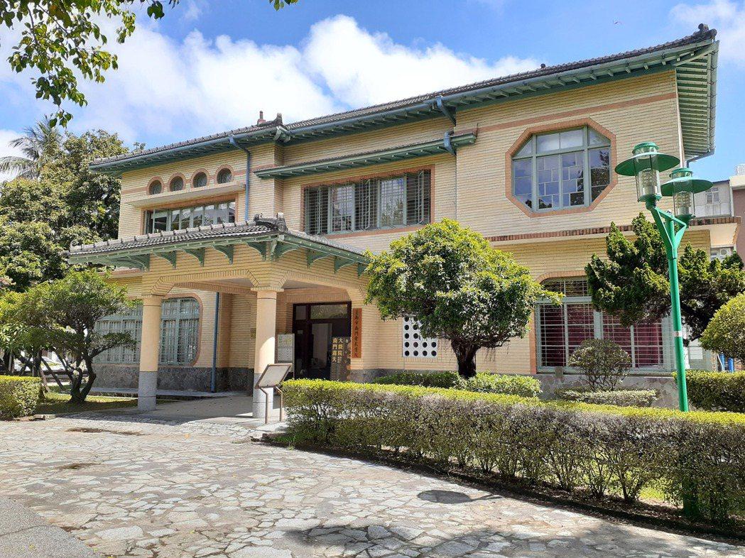 位於南門公園內的臺南電影書院,前身是日治時期的臺南放送局。