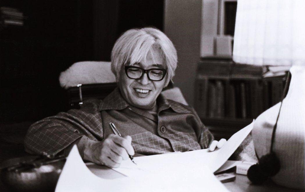日本國民文豪——司馬遼太郎——寫作手法多用全知全能的上帝視角,在已知結果的前提下...