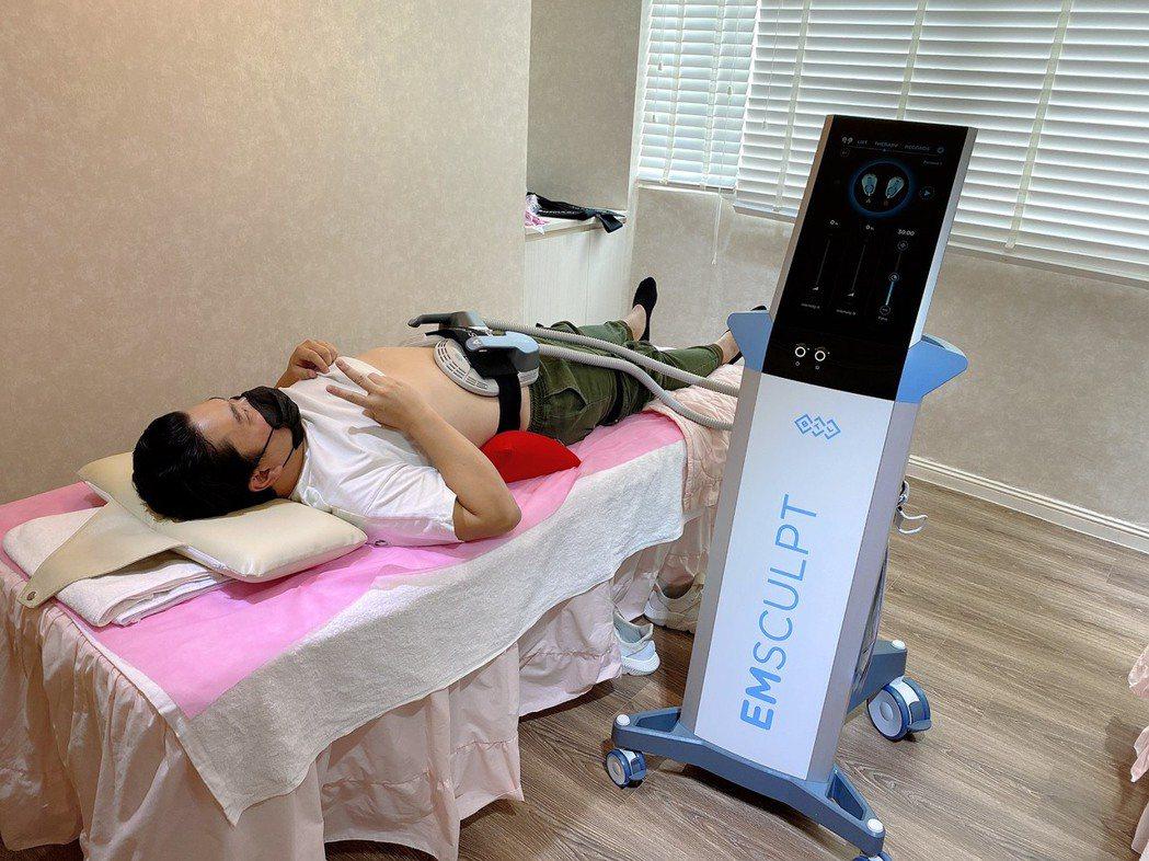 EMSCULPT肌動減脂,一次課程約30分鐘,可被動做到的2萬次仰臥起坐的功能。...