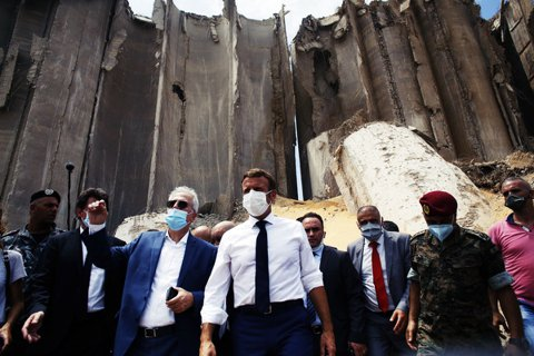 馬克宏勘災貝魯特大爆炸:黎巴嫩與殖民母國的「東方巴黎情節」