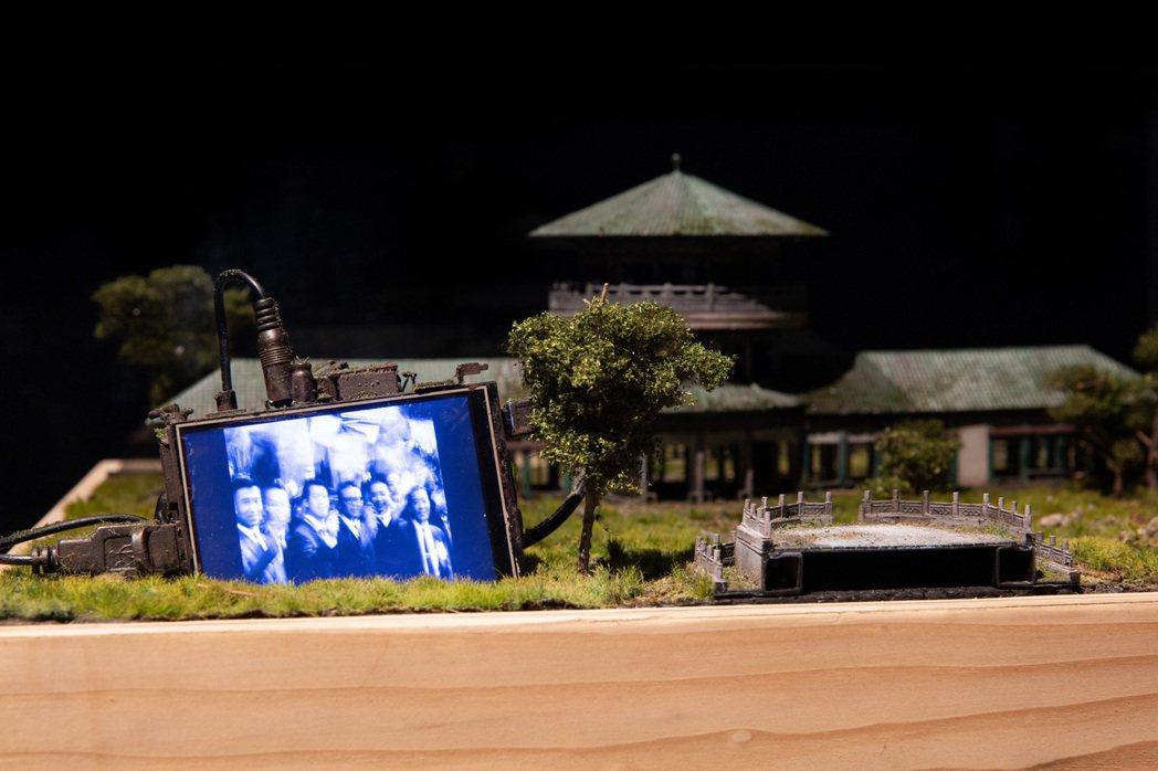 藝術家姚瑞中、鄭鴻展作品〈中國寶塔(金夏沙恩色拉總統農工業園區)〉以中華民國與剛...
