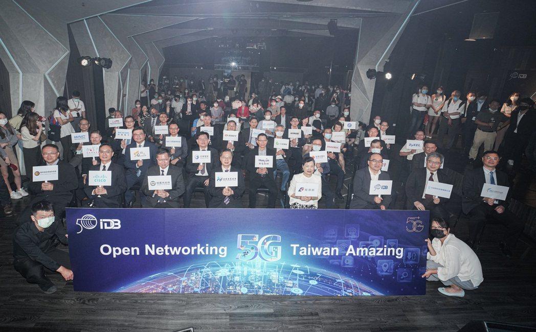 經濟部、工研院、思科與台灣網通產業多方合作,於桃園智慧創新應用示範中心,打造5G...