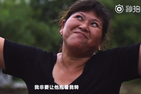 「他還欠我一個擁抱。這個抱,我想了好多好多年...」中國發生於90年代的張玉環殺...