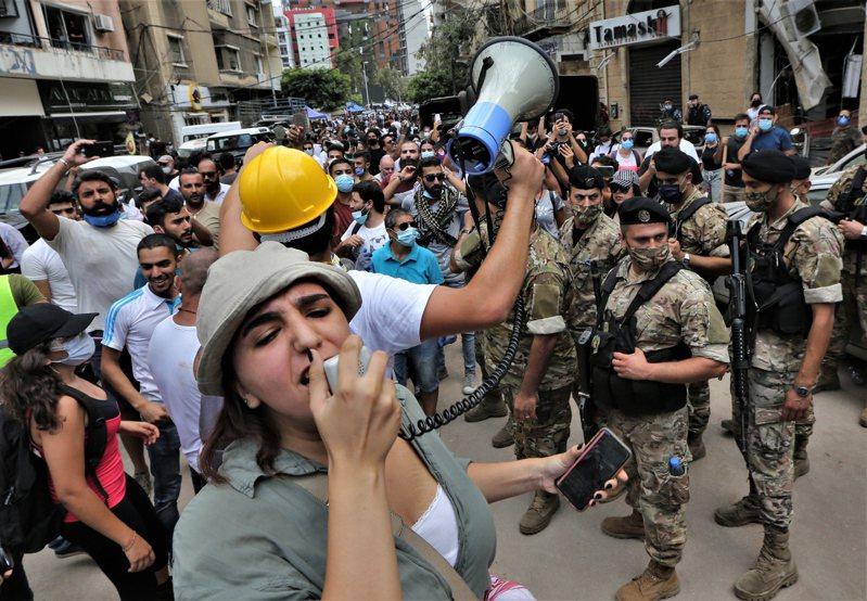貝魯特人轟政府無能,民眾怒喊下台,醞釀示威浪潮。 歐新社