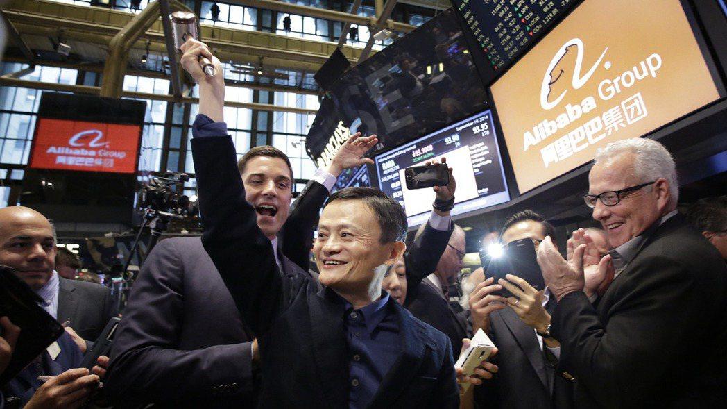 圖為2014年9月阿里巴巴在美國紐約證券交易所上市,創辦人馬雲參加掛牌活動。  ...