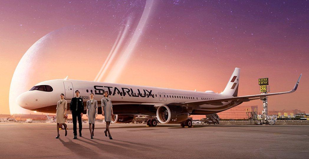 星宇航空推出的「偽出國」環島飛航行程,事由星宇航空董事長張國煒親自執飛JX-88...