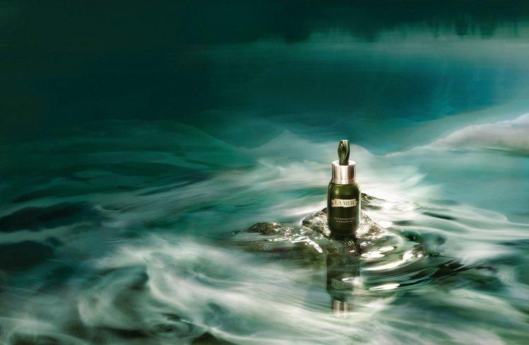 海洋拉娜濃萃雙重修復精華/50ml/18,600元。圖/海洋拉娜提供