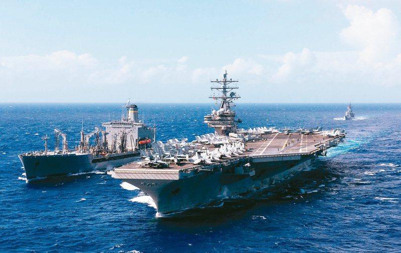 美中近來在南海一帶頻傳軍事行動,局勢劍拔弩張。圖為美國7派出雷根號及尼米茲號兩架航母在南海演習,與解放軍軍演針鋒相對,圖為雷根號。路透