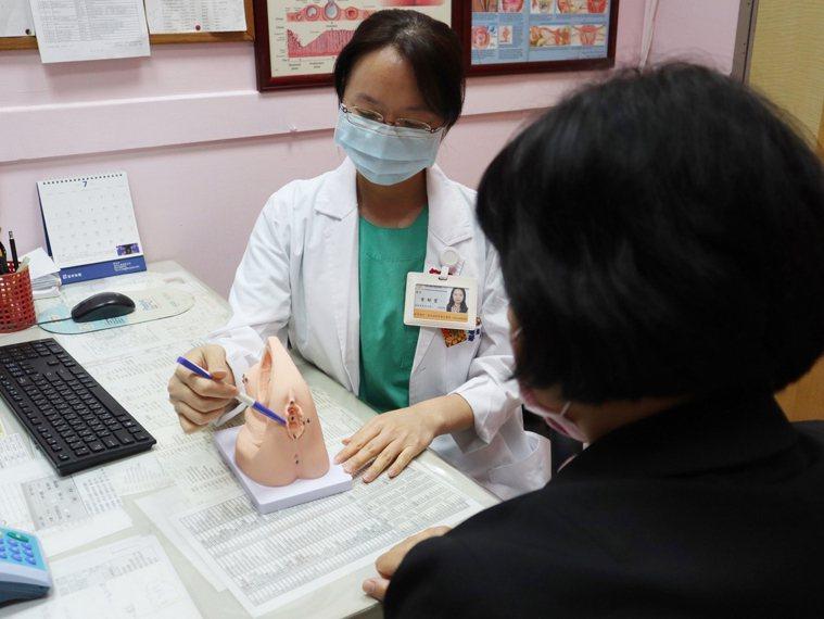 衛福部台北醫院婦產科醫師曾郁雯建議,衛生用品應放在通風乾淨處。圖/台北醫院提供