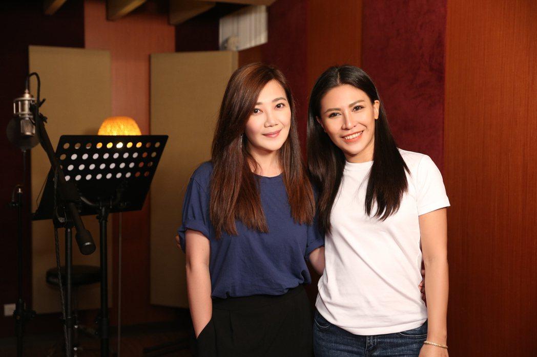 梁靜茹(左)與艾怡良為公益而唱的「飄洋過海來看你」,打入2020「流行音樂全金榜...