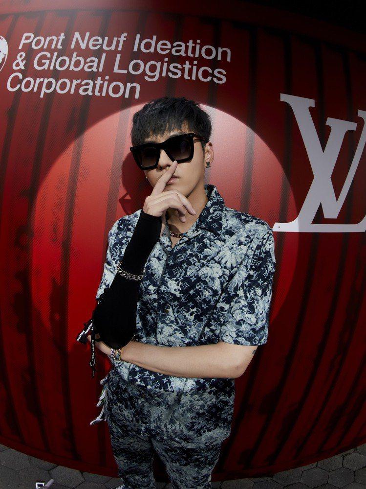 吳亦凡搶先穿上2021早春男裝,出席上海大秀。圖/LV提供