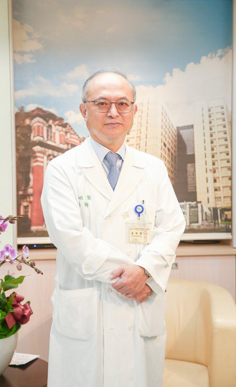 台大醫院院長吳明賢對病人說,每個生病的人都想要快快好,但除了要有好的醫療,自己的...