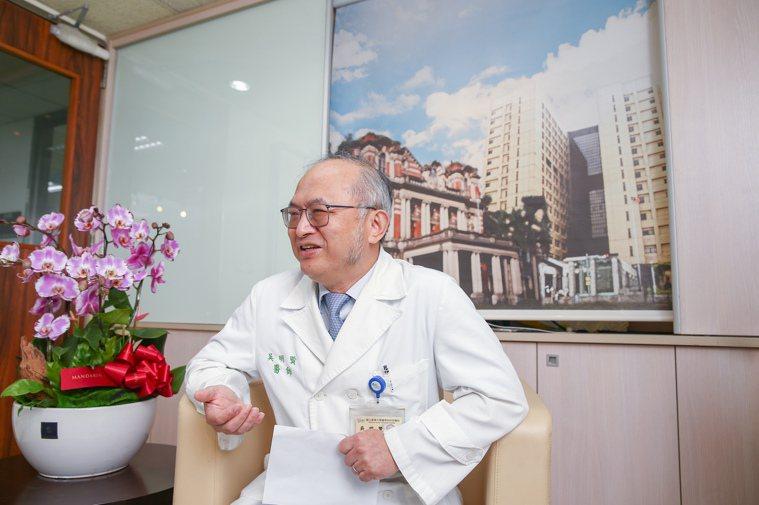 台大醫院新任院長吳明賢在假日採取「相反休假法」,讓身心真正休息。記者曾原...