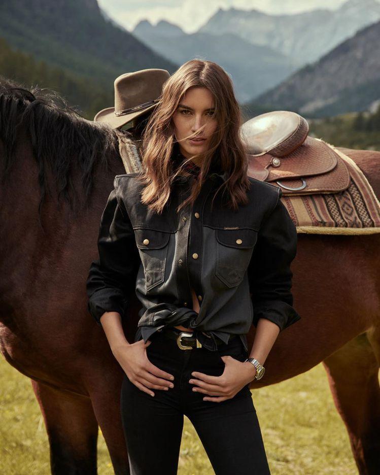 瑞士名模Ronja Furrer日前在個人官方ig以牛仔造型配戴百年靈腕表,率性...