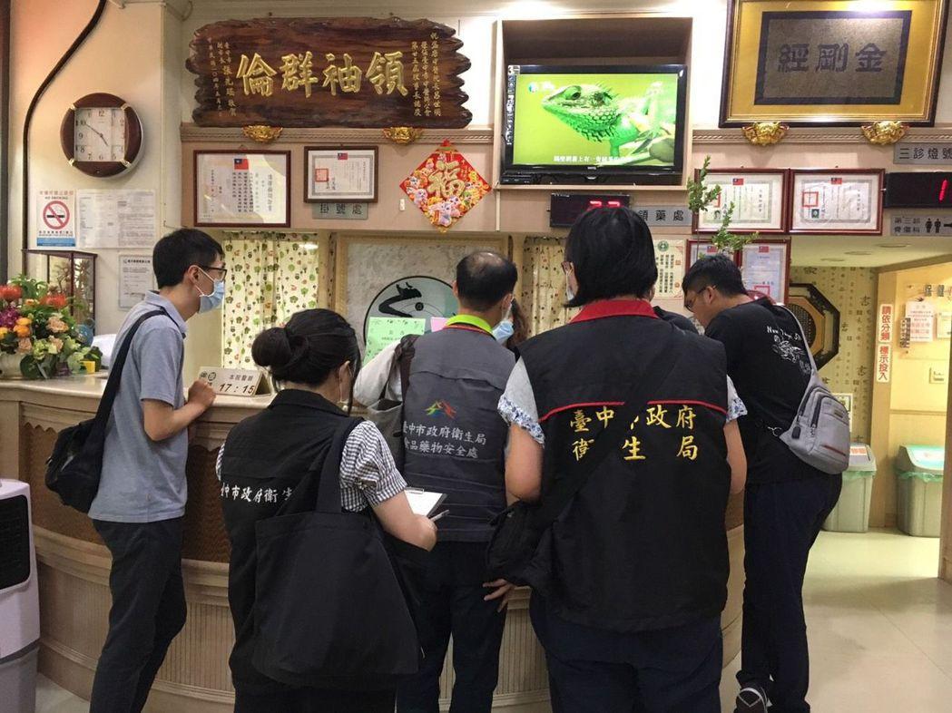 台中市盛唐、九福兩家中醫診所因使用含鉛的硃砂入藥,共造成12人鉛中毒,盛唐有8名...