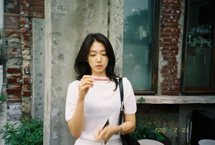 朴信惠常變髮型,但髮質都很好。圖/摘自IG