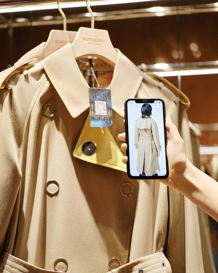 消費者可透過社群媒體深入了解商品。圖/BURBERRY提供