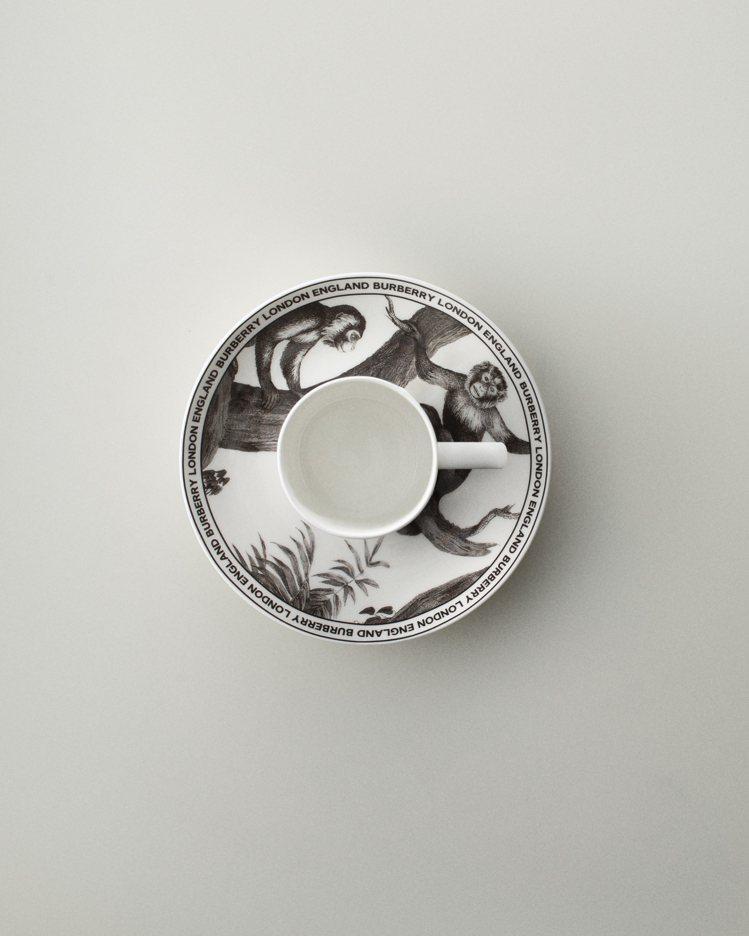 維多利亞時期的猴群圖像也成為餐瓷的設計。圖/BURBERRY提供