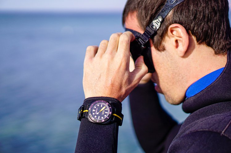 法國品牌BRISTON推出了CLUBMASTER DIVER PRO腕表,來向海...