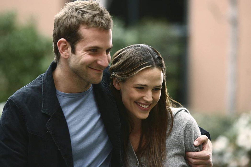 布萊德利庫柏與珍妮佛嘉納多年前合作「雙面女間諜」就成為好友。圖/摘自imdb