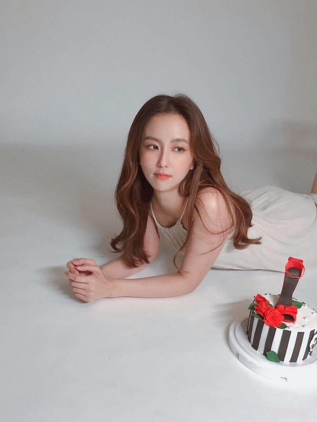 周曉涵開心提前過生日。圖/摘自臉書